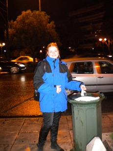 At Kalimarmaro Satidum (Athens Center) I trow the garbages © C.Delcour/Bleneraida