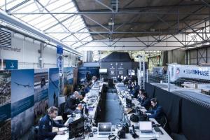 Solar Impulse team working next to the simulator in Dübendorf during the simulation flight_2013.12.18 © Solar Impulse